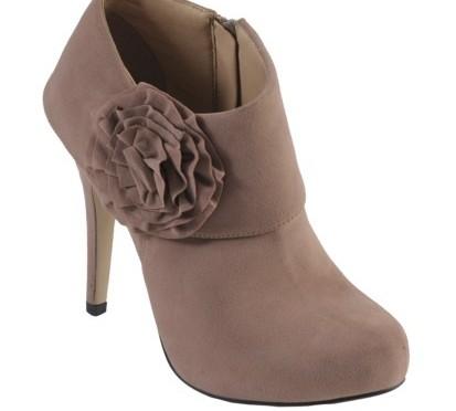 Cute Shoe Monday: a cute rosette-detailed bootie