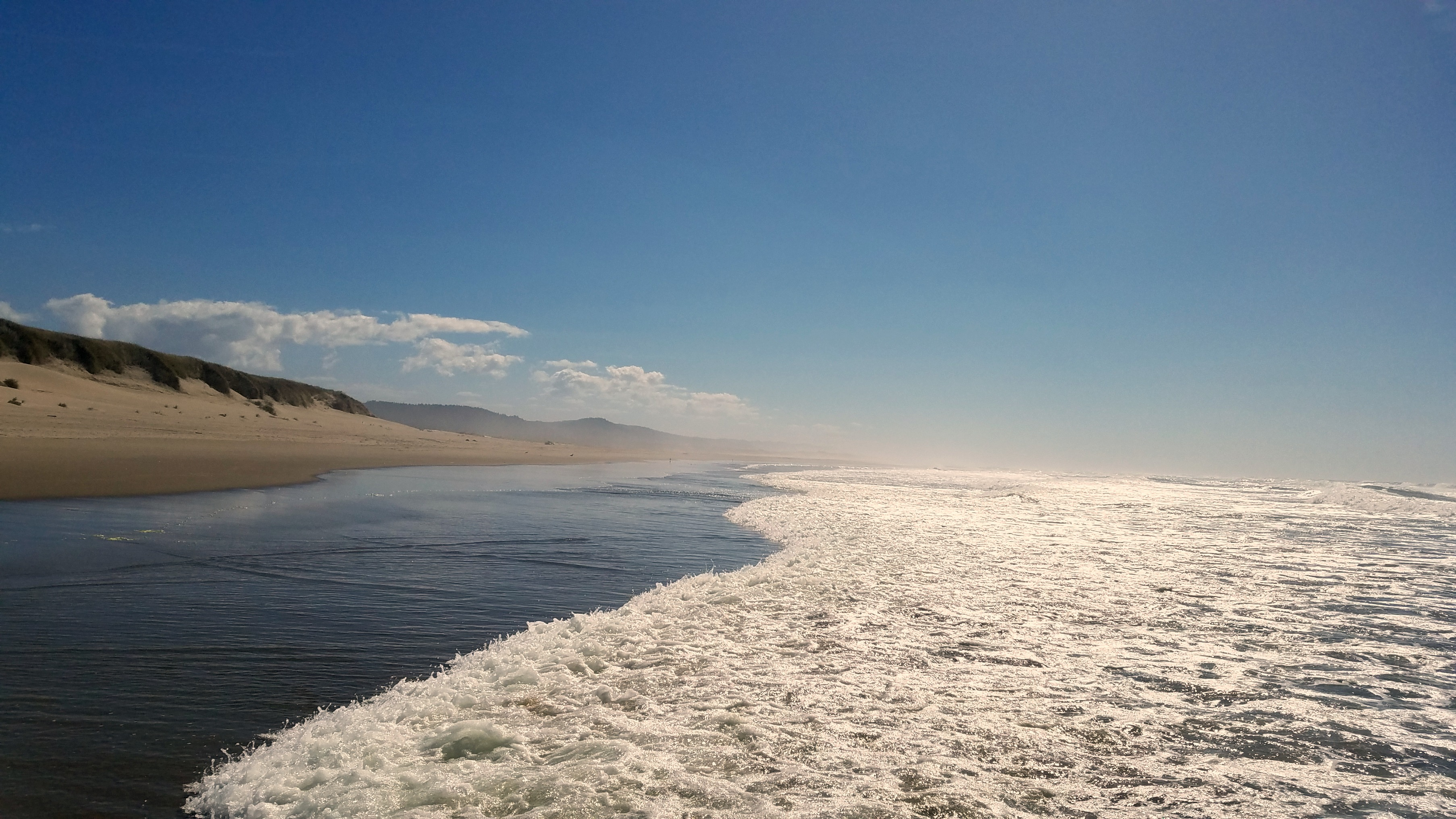 Waves and beach in the Oregon Dunes